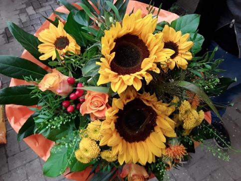 Sonnenblumenstrauß mittellang gebunden ab 20€
